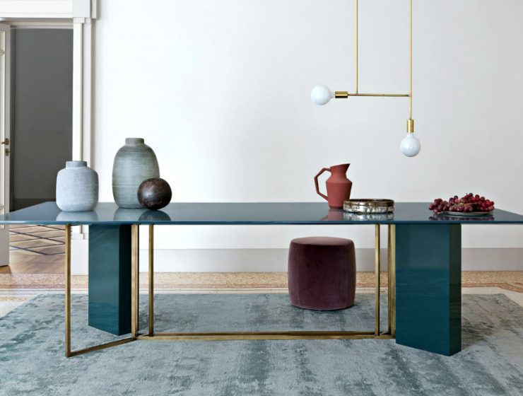 Mesmerizing Sculptural Dining Tables by Meridiani | The well known Italian brand Meridiani, has created an incredible collection. #diningtables #diningroom #homeinteriors