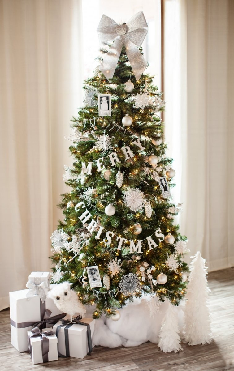 6 Mesmerizing Ways To Decor Your Christmas Tree This Holiday | Streets are already starting to shine with all of the traditional fairy lights that warm up people's hearts. #christmasdecor #christmastree #homedecor #fairylights #christmasspirit #interiordesign  6 Mesmerizing Ways To Decor Your Christmas Tree This Holiday 1445976413 michaels christmas 0039 001