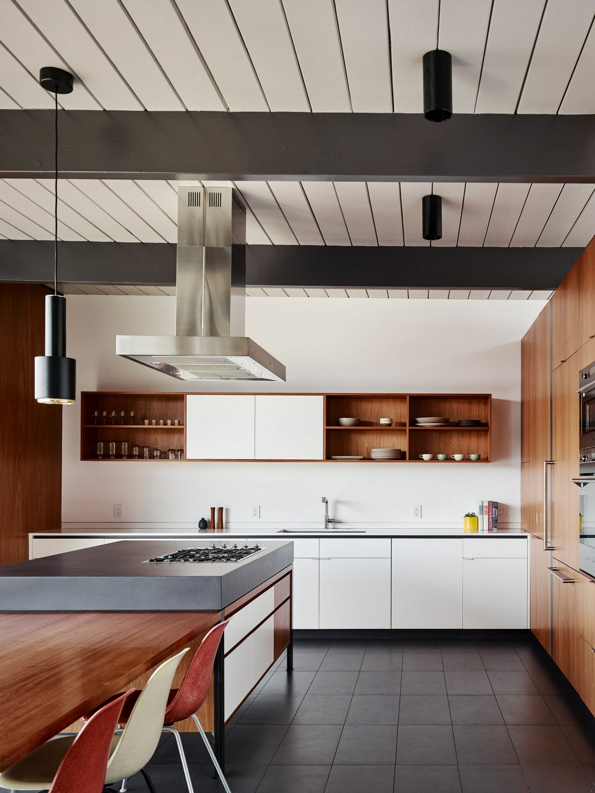 San Francisco Home Gets a Mid-Century Look by Michael Hennessey | A 1960s home in California built by Joseph Eichler, the father of America's modernist housing. #interiordesign #homedesign #midcentury #homedecor #modernhome  San Francisco Home Gets a Mid-Century Look by Michael Hennessey diamond heights 1956 eichler home michael hennessey architecture san francisco california usa renovation dezeen 2364 col 13 1704x2271