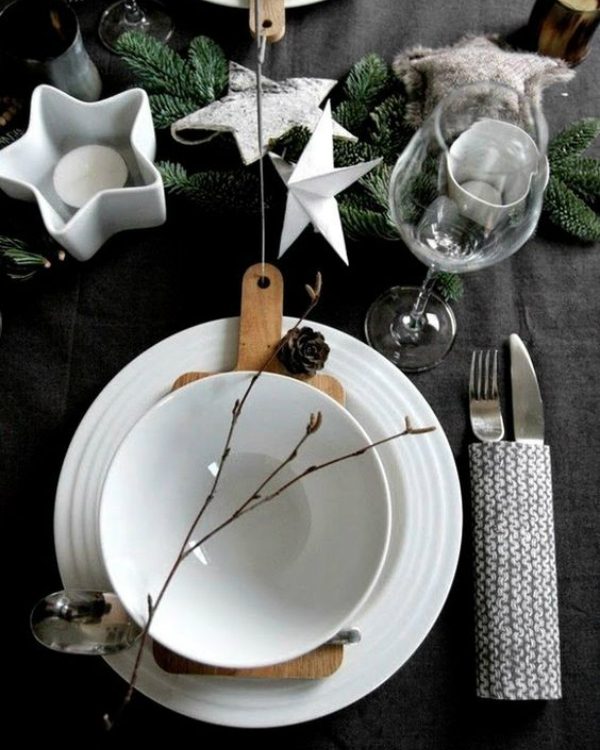 Get Your Dining Table Ready For Christmas Season | The countdown for Christmas is here! There are only 20 days left to the magical season and we bring to you the best ideas for you to decor your dining room. #christmas #christmasdecor #homedecor #diningroom #diningtable  Get Your Dining Table Ready For Christmas Season 01e4167146df236b384e0db56403b3c6