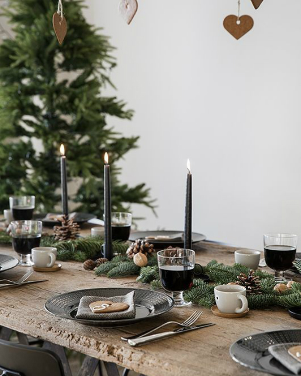 Get Your Dining Table Ready For Christmas Season | The countdown for Christmas is here! There are only 20 days left to the magical season and we bring to you the best ideas for you to decor your dining room. #christmas #christmasdecor #homedecor #diningroom #diningtable  Get Your Dining Table Ready For Christmas Season c94ffe83cefb9b2928b8cda0d05ba9ff