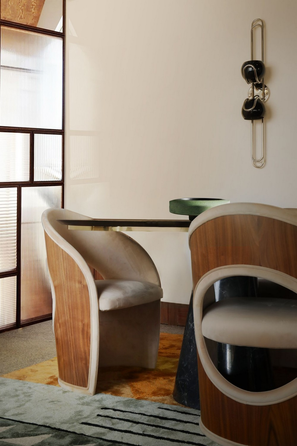 Luxury Dining Chairs To Transform Your Next Dining Room Project dining chairs Luxury Dining Chairs To Transform Your Next Dining Room Project luxury comfort